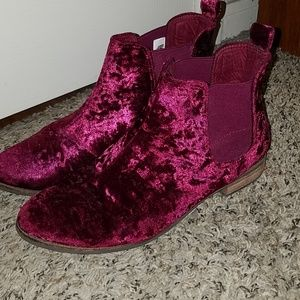 Toms Crushed Red Velvet boots